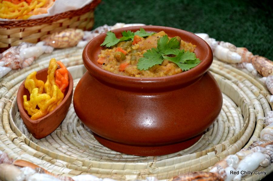 bisi bele bhath,sambar variery,rice variety,lunch,dal variety,karnataka dish,kannadika dish,hotel food,restaurant food,lenthis variety